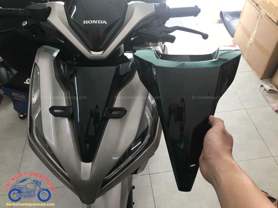 Hình ảnh: Vario 2018 được lắp mặt nạ không có pát biển số trước vào xe giá rẻ tại Shop Đồ chơi xe máy cao cấp TpHCM Q1
